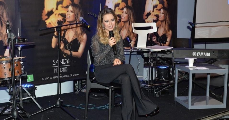21.jun.2016 - Sandy responde aos jornalistas no evento de lançamento de seu novo álbum,