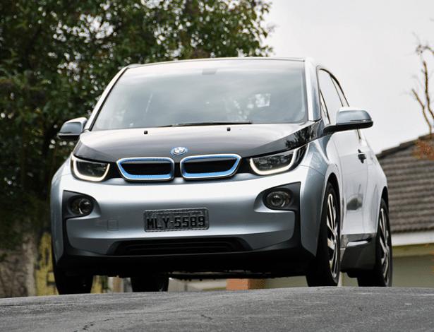 BMW i3 é primeiro elétrico à venda no varejo, e atualmente custa R$ 199.950
