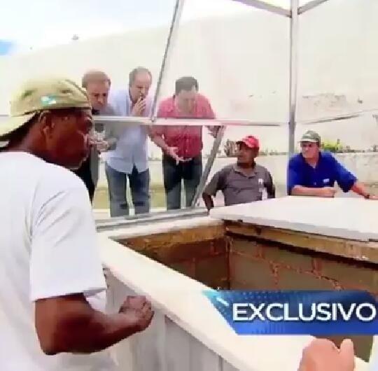 Gugu Liberato abre sepultura de Dercy Gonçalves