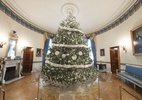 Família de Barack Obama prepara última decoração de natal da Casa Branca (Foto: Divulgação/Casa Branca)