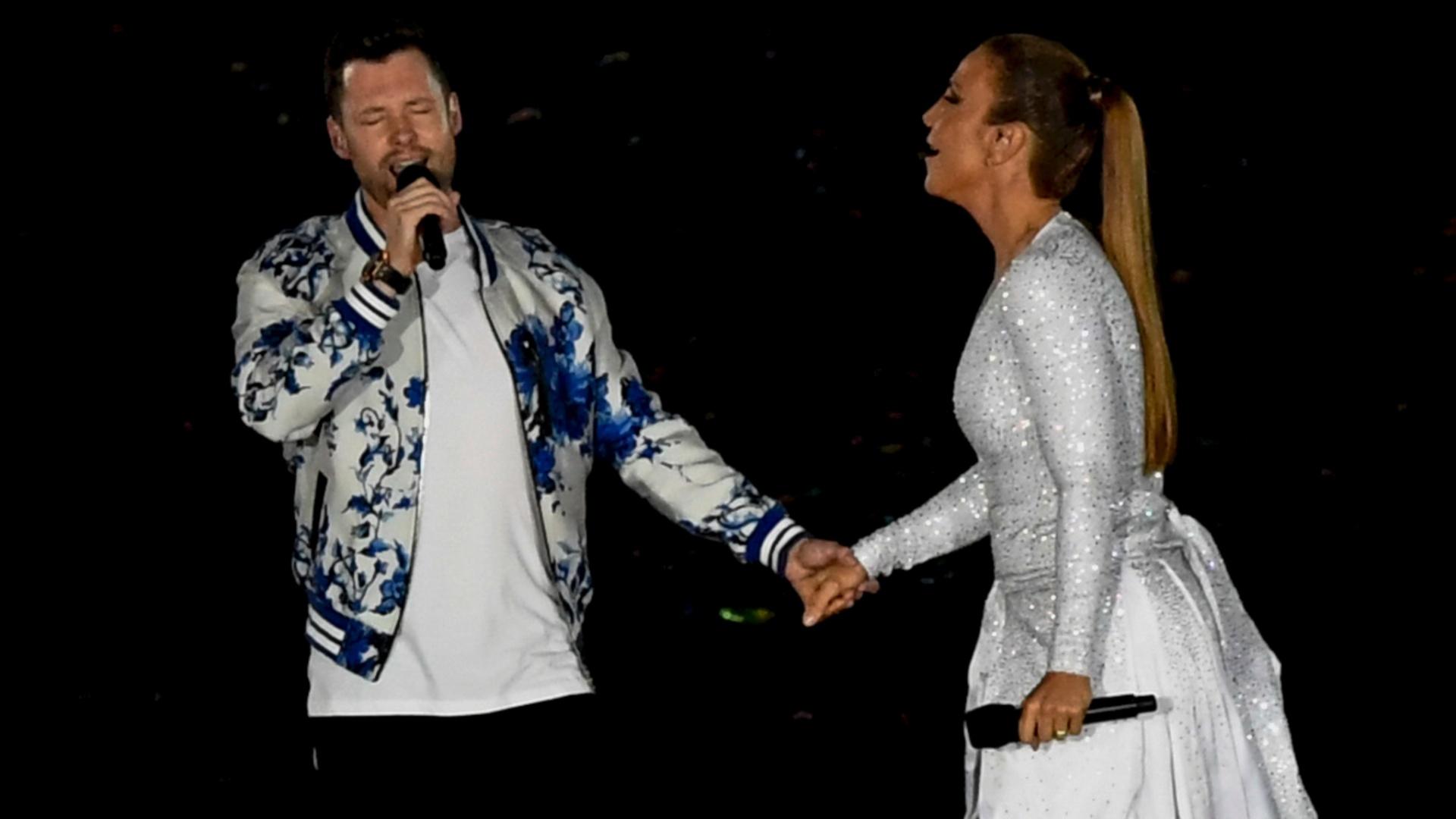 18. set.2016 - O cantor britânico Calum Scott e Ivete Sangalo se apresentam no encerramento da Paraolimpíada da Rio-2016, no Estádio do Maracanã