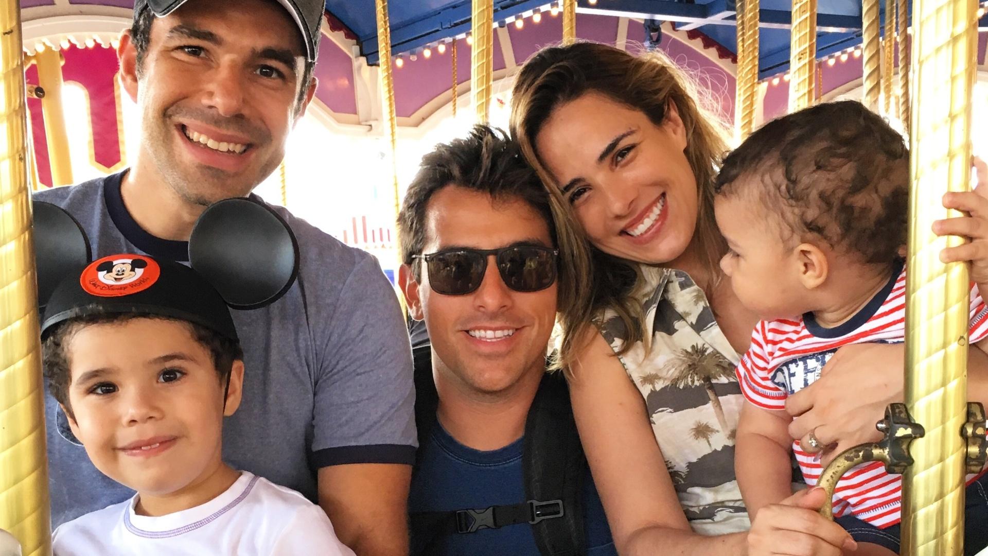 Rodrigo Branco com a cantora Wanessa Camargo, seu marido, o empresário Marcos Buaiz, e os filhos