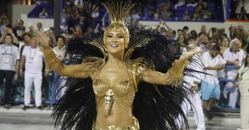 8.fev.2016 - Claudia Leitte, rainha de bateria da Mocidade Independente de Padre Miguel. A fantasia da cantora representa as raízes da escravidão no Brasil