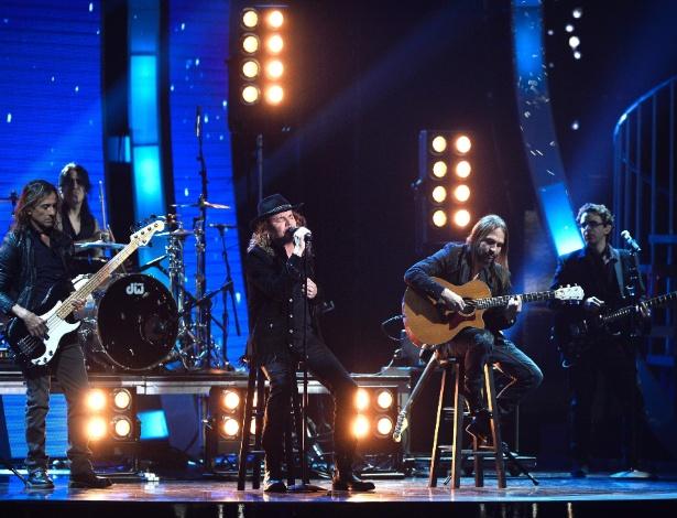 19.nov.2015 - O grupo mexicano Maná se apresenta na 16° Grammy Latino, em Las Vegas, nos Estados Unidos