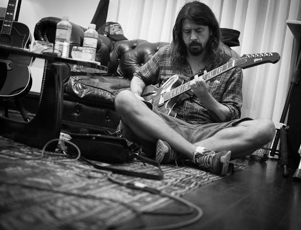 Foo Fighters lançam EP dedicado às vítimas dos atentados de Paris