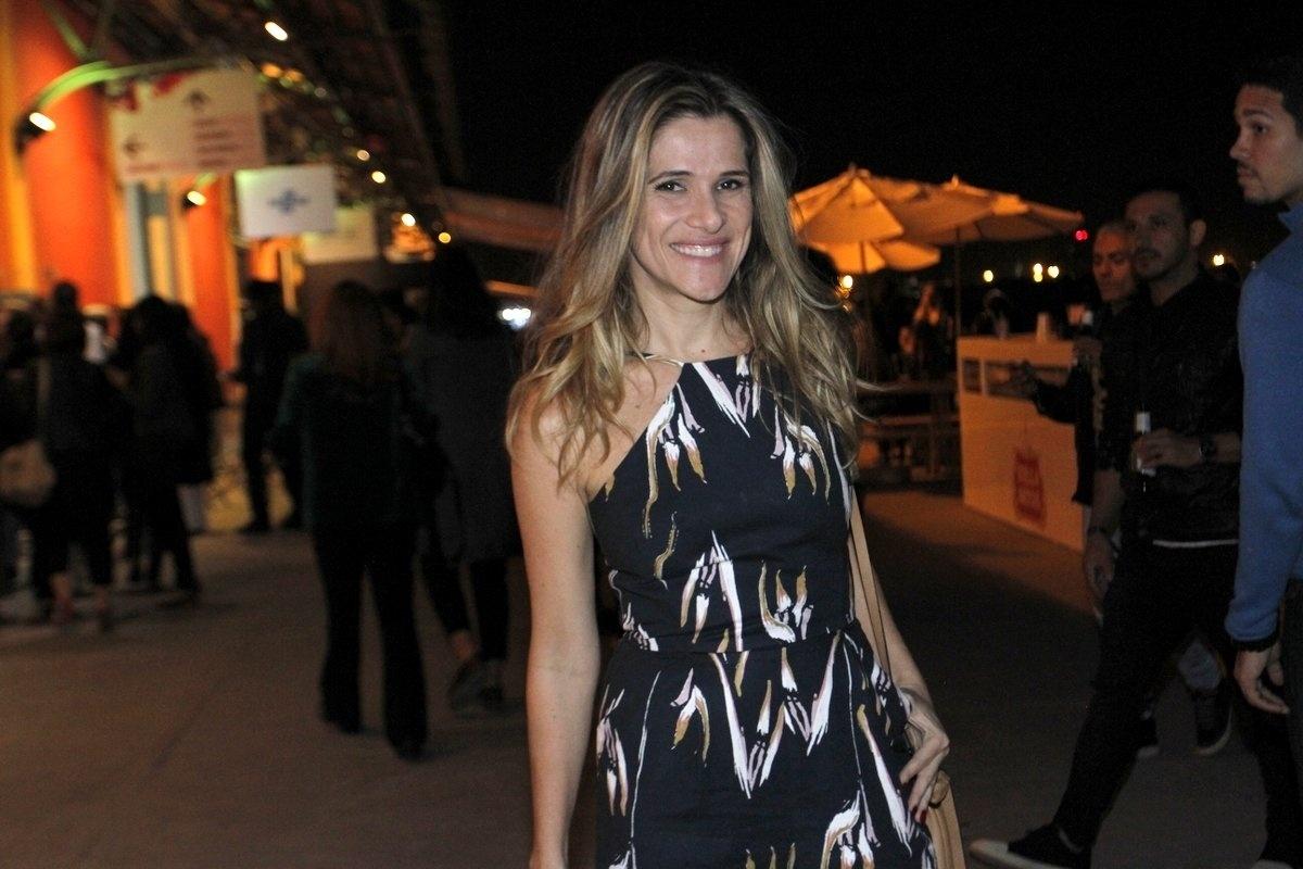 16.jun.2016 - A atriz Ingrid Guimarães no segundo dia de desfiles do Rio Moda Rio