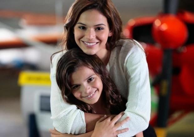 Bruna Marquezine e sua irmã, Luana, que estará na
