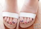 Preguiça de ir à pedicure? Marca cria meia-calça com unhas já pintadas - Divulgação