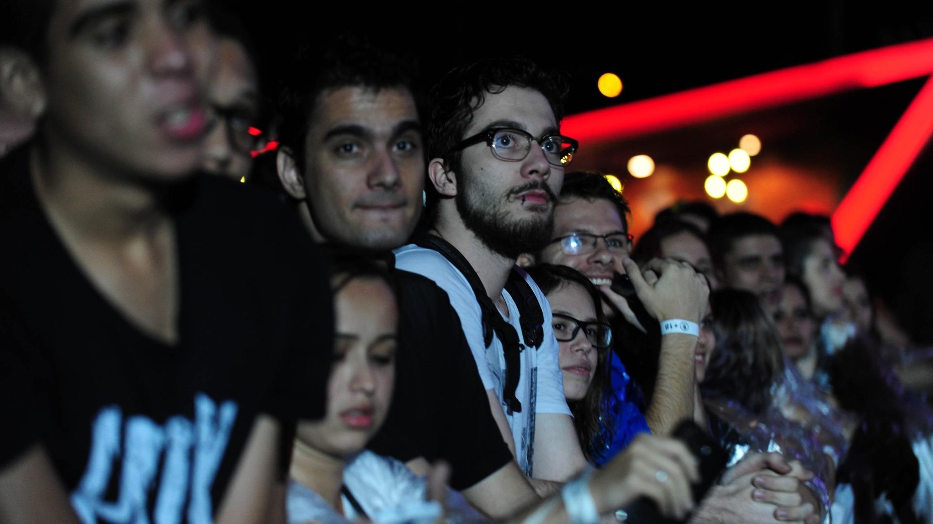 25.set.2015 - Fãs se preparam para o show da banda Deftones em São Paulo