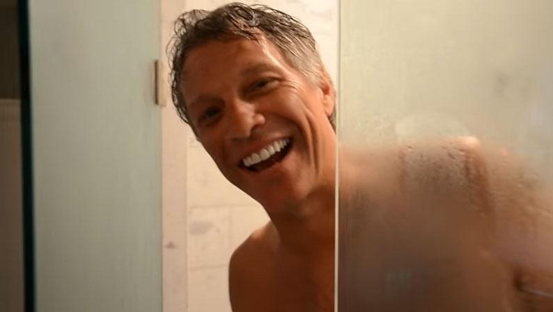Jon Bon Jovi posta vídeo tomando banho para divulgar novo single do Bon Jovi
