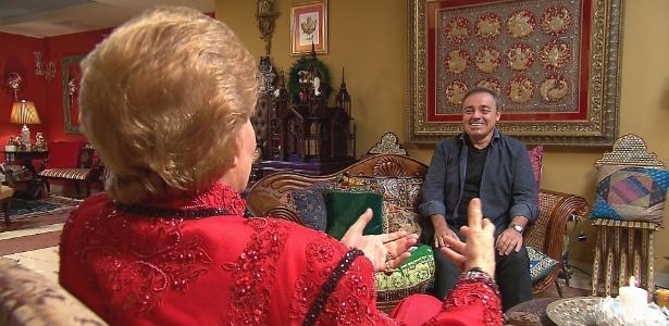 22.fev.2015 - Gugu visita o astrólogo Walter Mercado