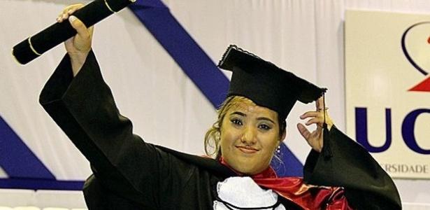 Ana se formou em jornalismo para ser porta-voz da microcefalia