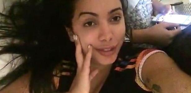 """Anitta aparece em um vídeo garantindo estar vivendo um dos melhores momentos de sua vida após receber críticas sobre """"novos"""" lábios"""