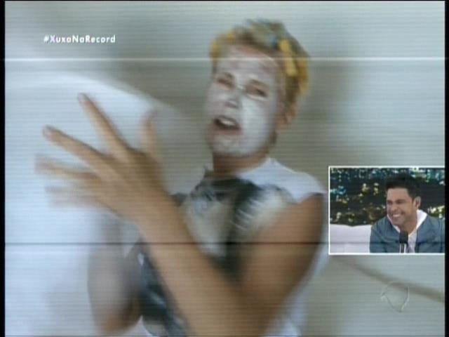 Xuxa faz um vídeo divertido fingindo que foi surpreendida ao acordar