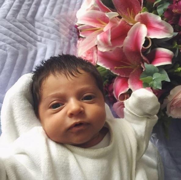 22.jul.2016 - Jesus Luz posta a primeira foto que revela o rosto da filha, Malena. A menina é a primeira filha do modelo e DJ, ex da cantora Madonna, fruto de seu relacionamento com Carol Ramiro.