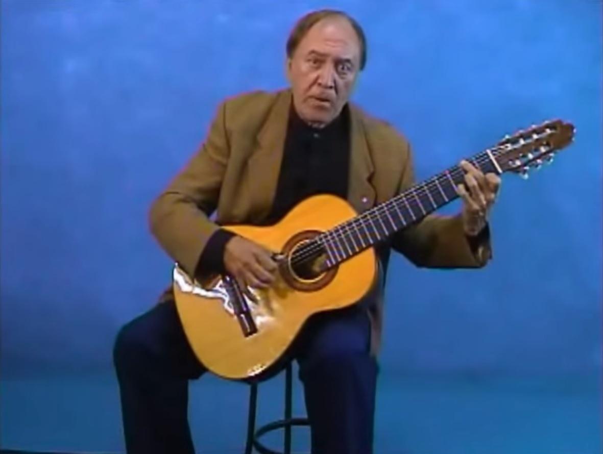 7.jun.2016 - O violonista Ventura Ramirez, ex-integrante do grupo Demônios da Garoa