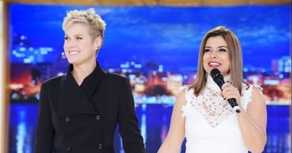 18.jul.2016 - Xuxa recebe Mara Maravilha em seu programa e esclarece a polêmica envolvendo suas duas cadelinhas argentinas