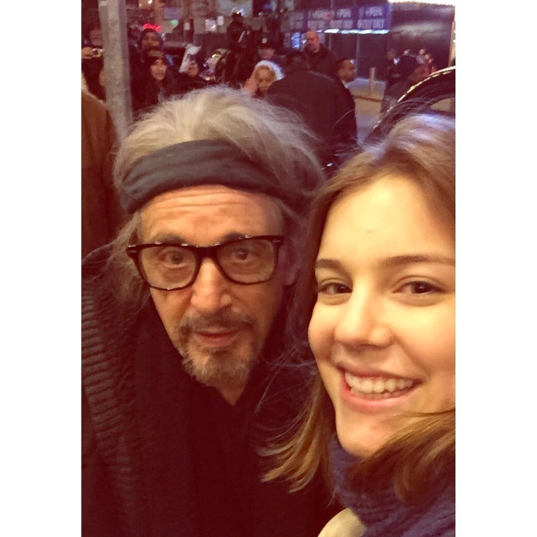 29.jan.2016 - De férias em Nova York (EUA), Alice Wegmann assistiu ao espetáculo