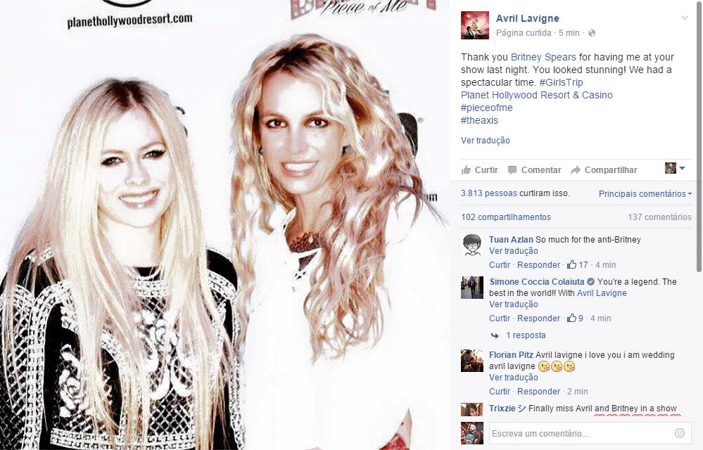 21.fev.2016 - Antigas rivais na música, Avril Lavigne foi conferir o show de Britney Spears em Las Vegas na noite desse sábado (20). Na legenda, a canadense elogiou Spears: