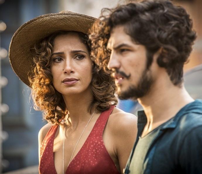 Tereza (Camila Pitanga) quer evitar romance proibido do filho, Miguel (Gabriel Leone), em