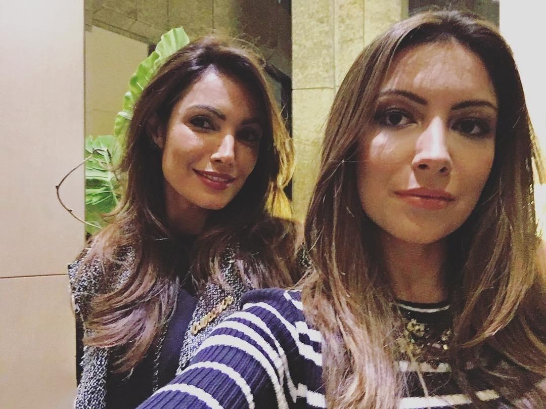 22.jul.2016 - Patrícia Poeta e sua irmã, Paloma, impressionaram seus seguidores no Instagram pela semelhança. Paloma, 15 anos mais nova do que Patrícia, publicou uma foto ao lado da global e confundiu seus fãs, que a acharam muito parecida com Patrícia.