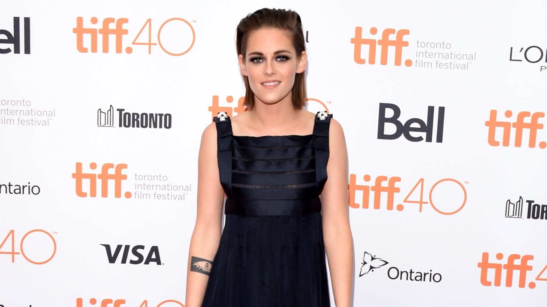13.set.2015 - A atriz Kristen Stewart na premiére de