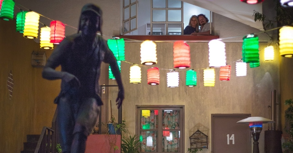 21.nov.2015 - Quarto do casal Luciana Yonekawa e Alberto Negrete com vista para a vila do Chaves. O concurso foi exclusivo para residentes do México, e Luciana mora no país desde 2012