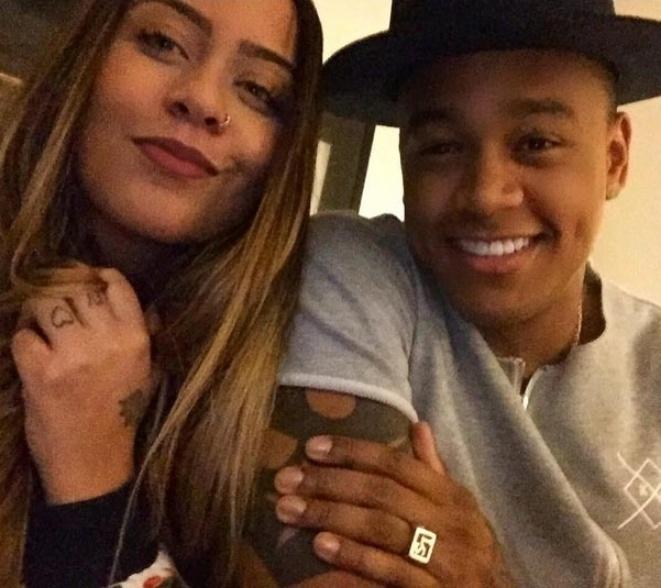 """08.out.2015- Léo Santana posa com Rafaella Santos, irmã de Neymar: """"Coisa linda, meu Deus, @rafaella rsrsrs. Só porque tenho por ela um apreço imenso"""", escreveu o cantor no Instagram"""