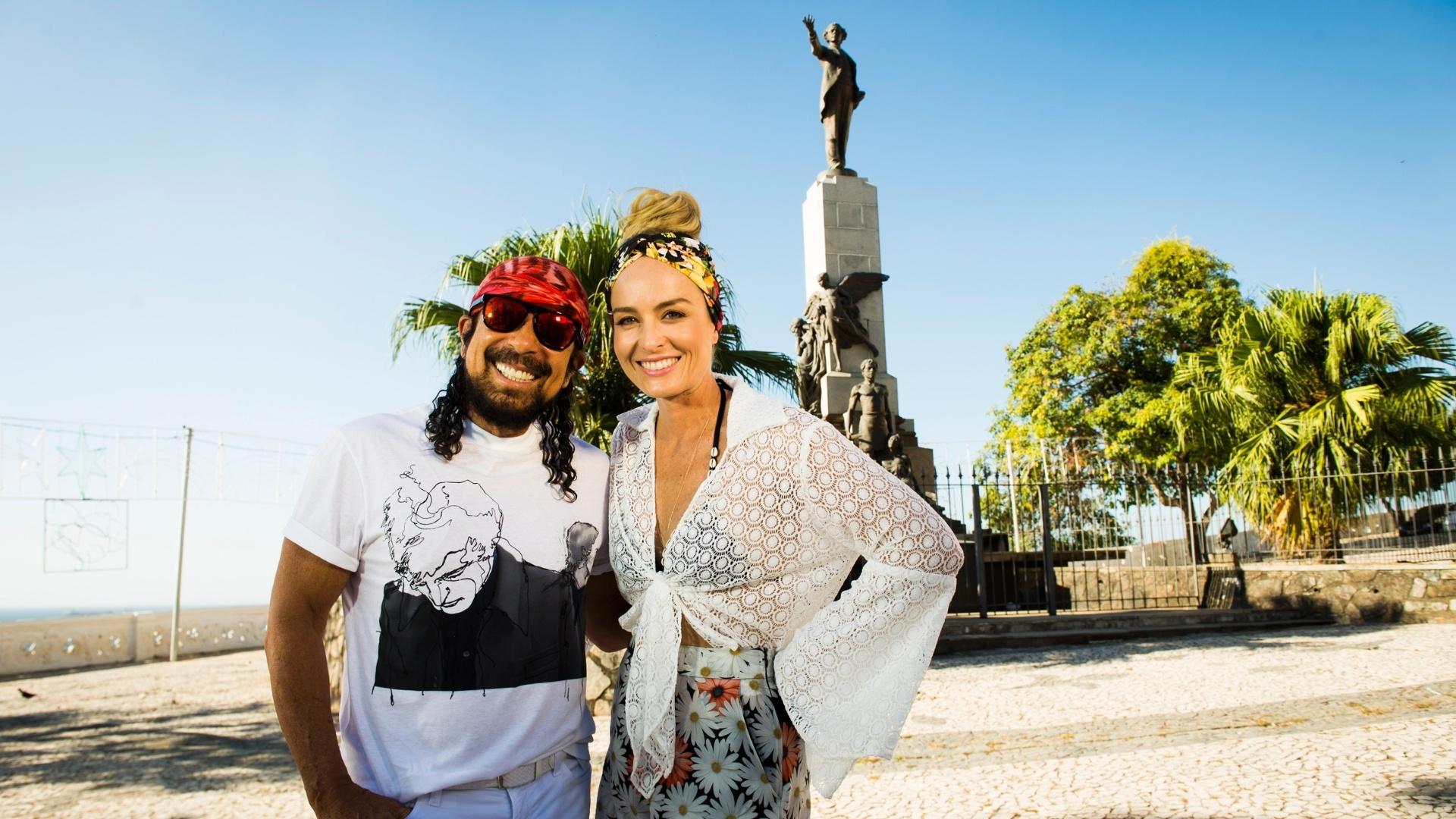 8.dez.2015 - Angélica e Bell Marques na Bahia em gravação do