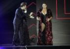 Fafá de Belém abre o vestido e fica apenas de maiô durante o Prêmio Multishow - Thyago Andrade/Brazil News