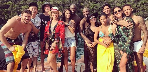 Angélica publica foto no Réveillon com o marido, Luciano Huck, e casais como Neymar e Bruna Marquezine