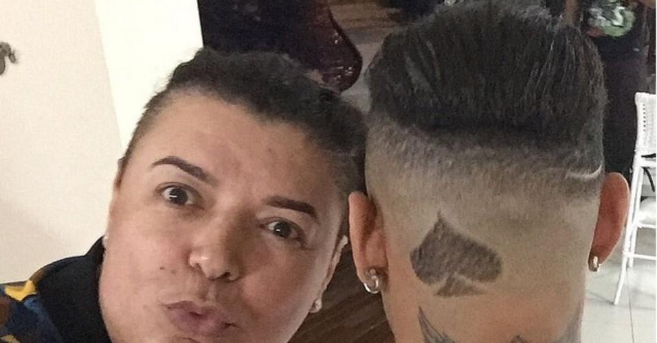 25.jul.2015 - David Brazil mostra o novo corte de cabelo de Neymar no Instagram. O jogador raspou as laterais e a parte de trás da cabeça, mas deixou um desenho em forma de Espadas, um dos quatro naipes do baralho