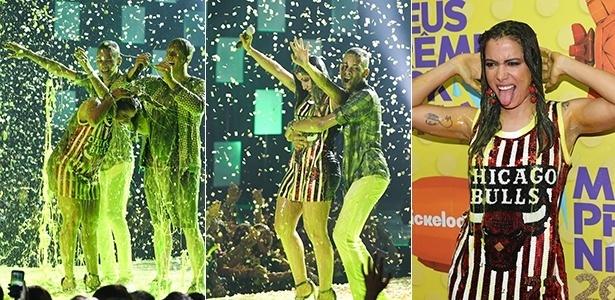 16.out.2015 - Anitta leva banho de meleca verde no Meus Prêmios Nick 2015