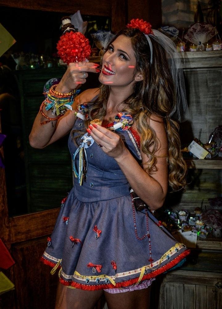 01.jul.2015 - A atriz e apresentadora Lívia Andrade comemorou seu aniversário de 32 anos com uma típica festa caipira em um buffet infantil de São Paulo, nesta quarta-feira
