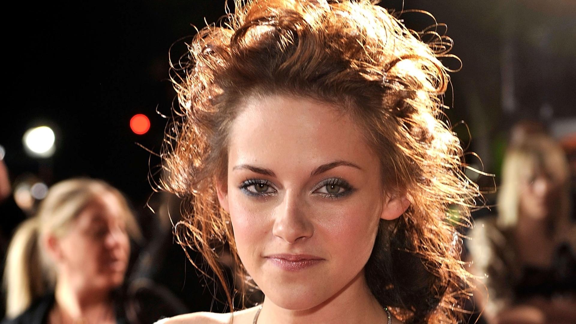 17.nov.2008 - A atriz Kristen Stewart (Bella) na premiere de