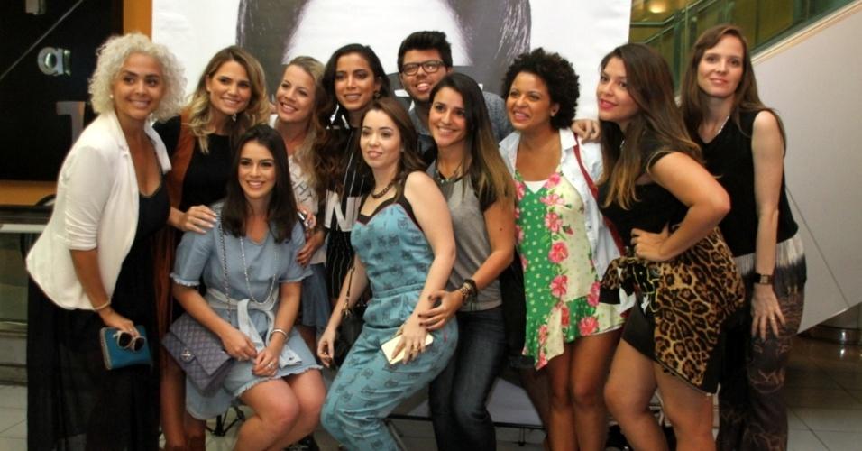 08.out.2015 - Anitta participa de uma pré-estreia do clipe