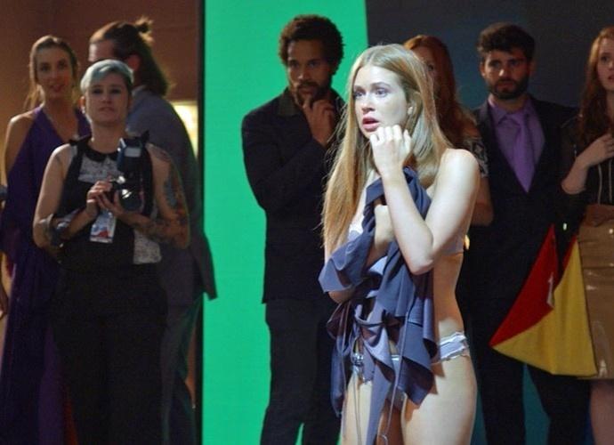 Eliza é assediada no lançamento do concurso