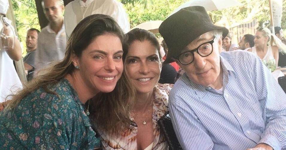 31.dez.2015 - Daniella Cicarelli tietou Woody Allen nesta quinta-feira, em Nova York (EUA). A modelo e apresentadora almoçou com uma amiga e encontrou o cineasta no mesmo restaurante. Ela publicou no Instagram uma foto ao lado de Woody e surpreendeu seus seguidores.