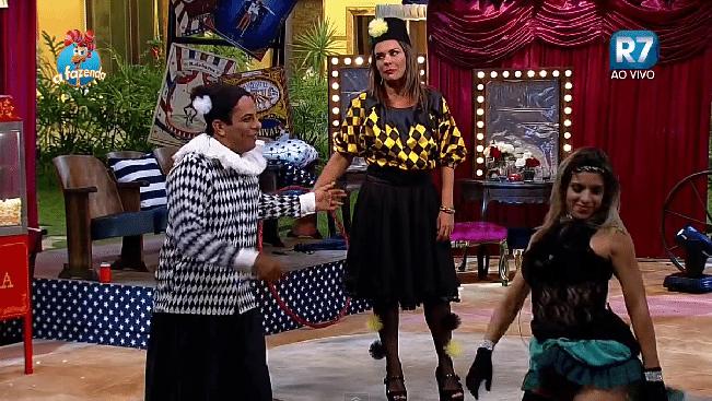 6.nov.2015 - Como sempre, Ana Paula Minerato era uma das mais animadas