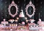 Paris em preto e rosa é tema de chá de bebê romântico e sofisticado - Becca Rillo/Reprodução/Pinterest