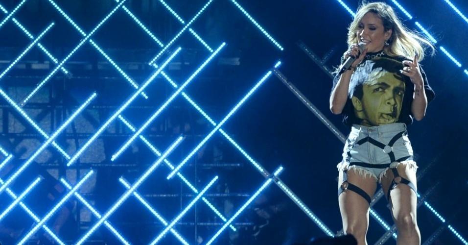 7.mai.2016 - Claudia Leitte se apresenta no palco do Festeja, festival sertanejo em São Paulo