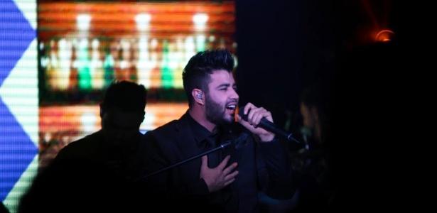 Após morte da mãe, Gusttavo Lima mantém agenda de shows