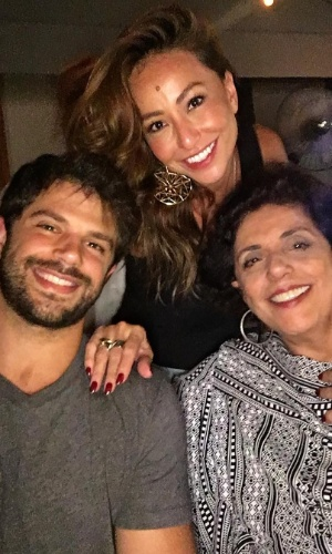 23.abr.2016 - Sabrina Sato apareceu pela primeira vez ao lado da sogra, a apresentadora Leda Nagle. Em seu perfil no Instagram, ela publicou uma foto com o namorado, o ator Duda Nagle, e a mãe dele.