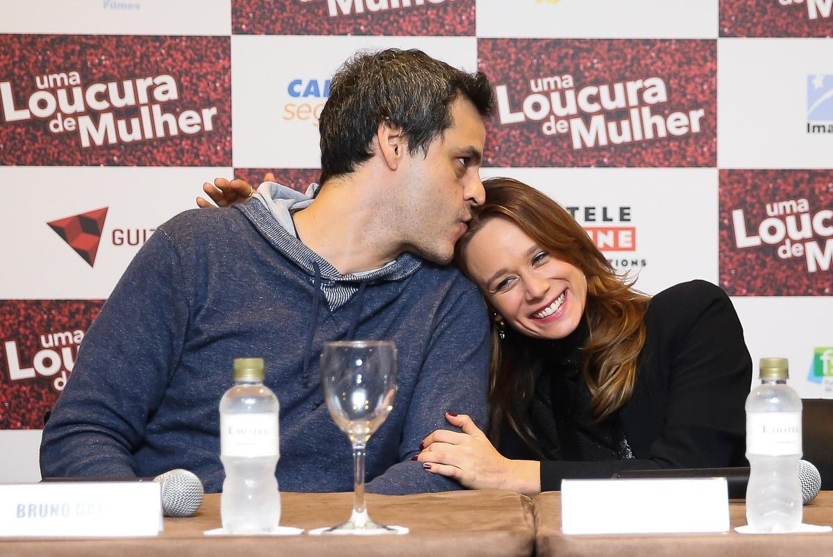 24.abr.2016 - Bruno Garcia e Mariana Ximenes participam da entrevista coletiva para promover o filme
