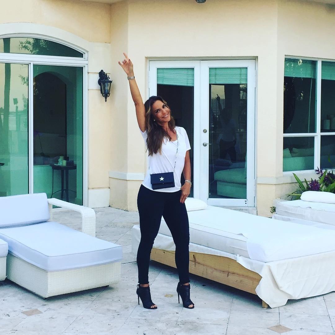 Em abril, Ivete Sangalo hospedou-se em uma mansão com vista para o mar em Miami