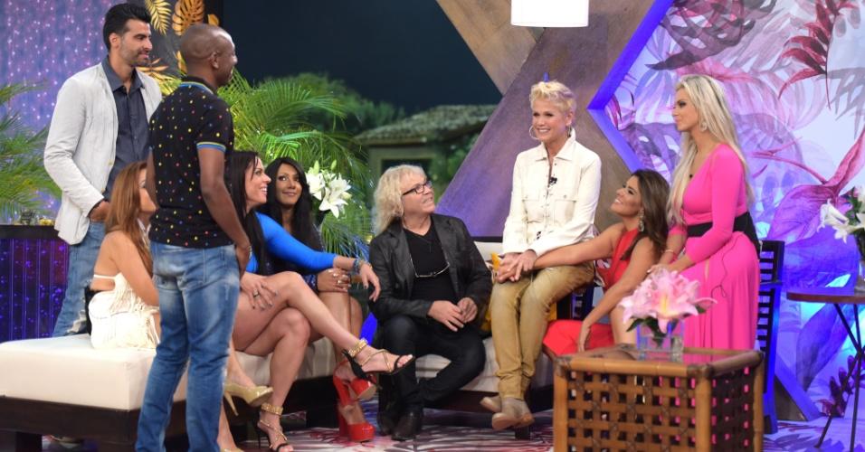 6.dez.2015 - Xuxa conversou com os ex-participantes de