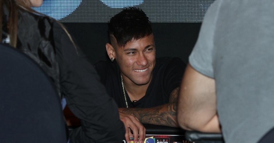 26.jul.2015 - Neymar joga pôquer em torneio beneficente organizado por ele em prol do Instituto Projeto Neynar Jr.