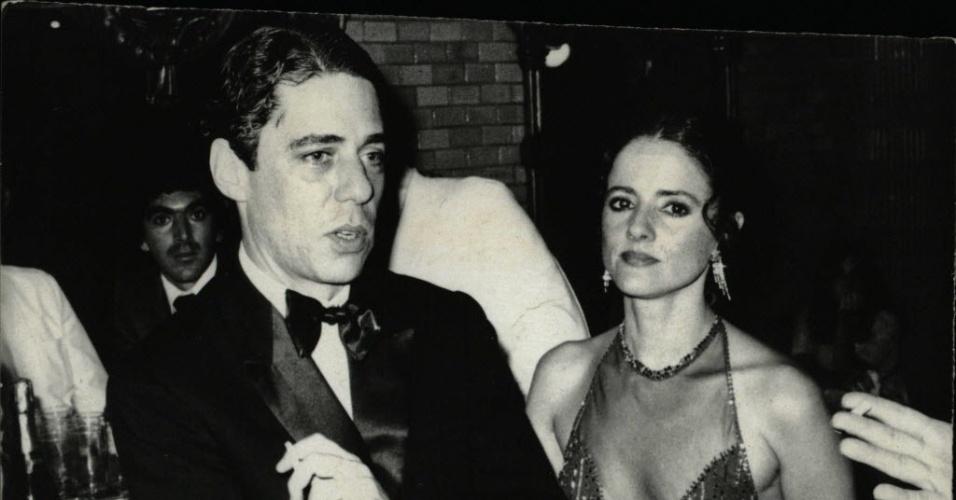 Chico Buarque e Marieta Severo no Prêmio Molière, no Café Teatro, no Rio de Janeiro (1981)