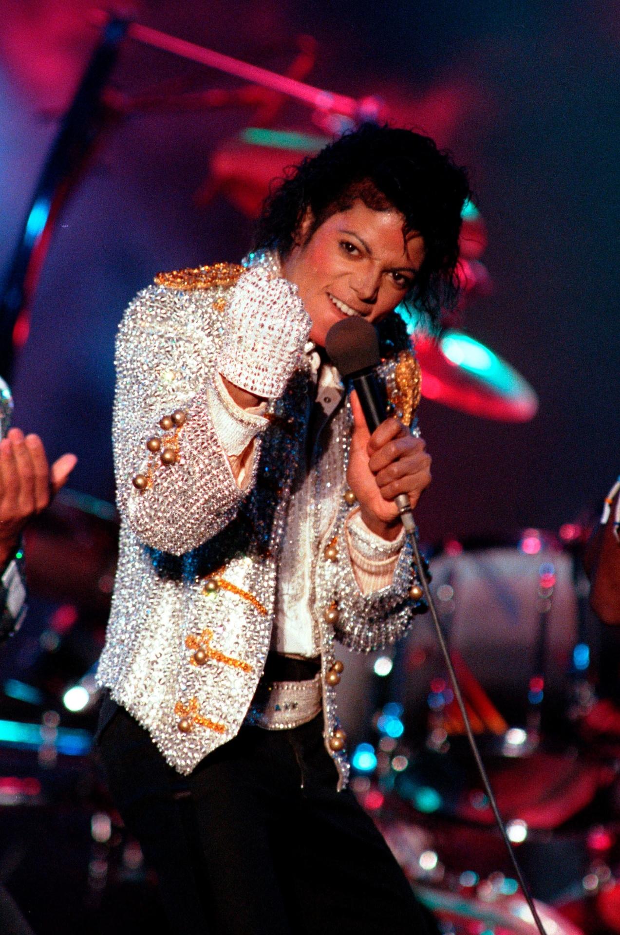 Detalhe da luva de Michael Jackson, que já teve alguns modelos leiloados e terá outro no próximo dia 30 de julho