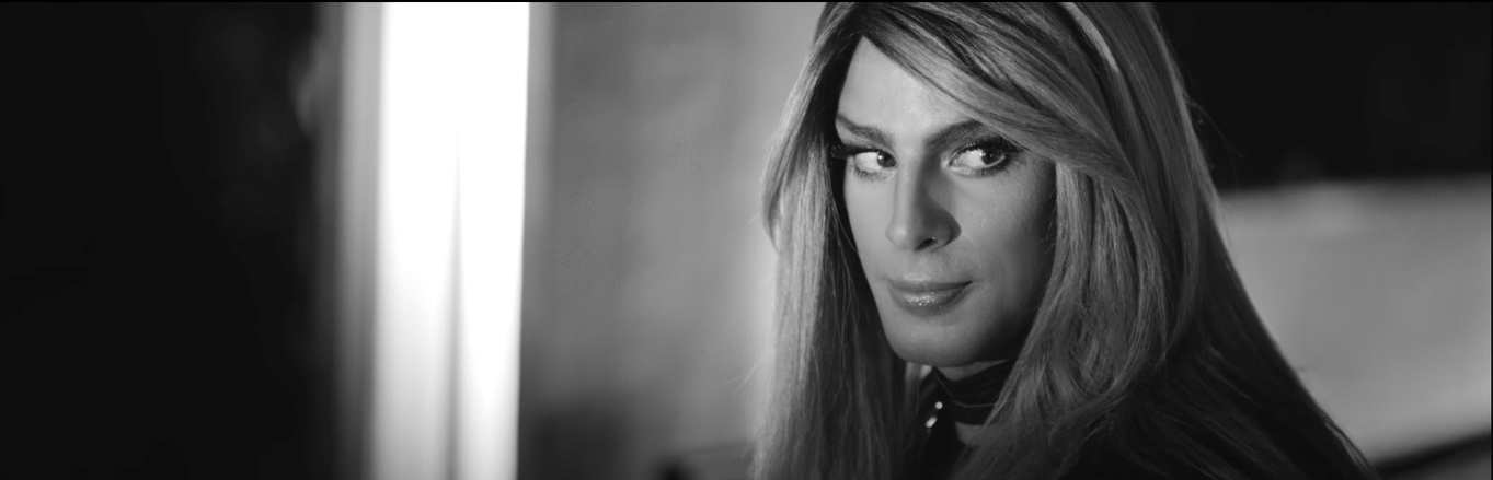 Cauã Reymond interpreta travesti no clipe da música